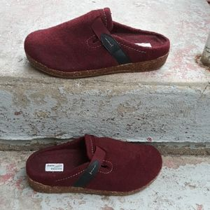 Earth origins wool clogs size 10